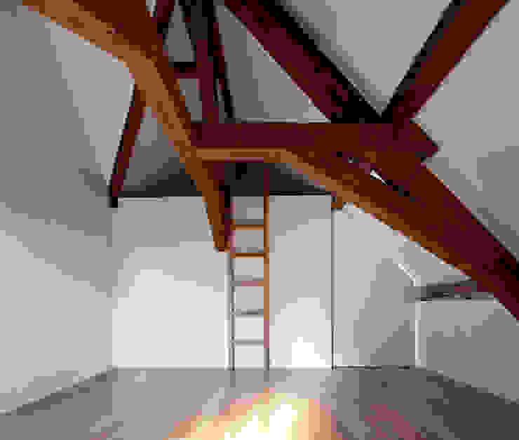 Casa Leiden Paredes e pisos modernos por SAMF Arquitectos Moderno