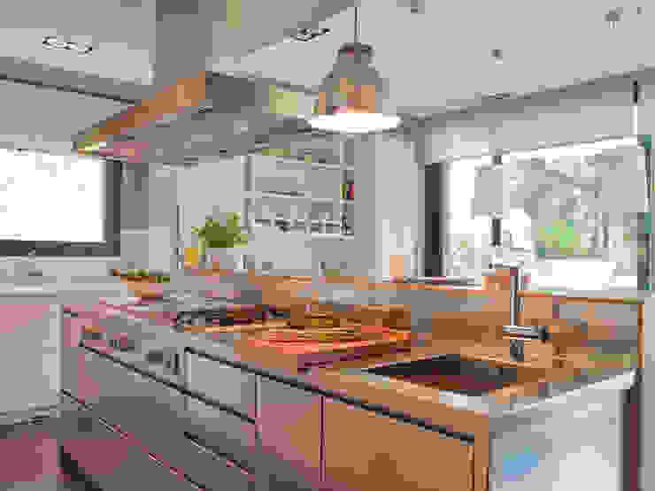 Isla de trabajo Cocinas modernas de DEULONDER arquitectura domestica Moderno Hierro/Acero