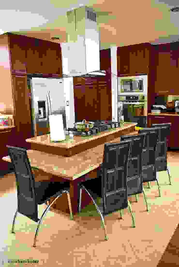 Cozinhas modernas por MATE - ARQUITECTOS Moderno Mármore
