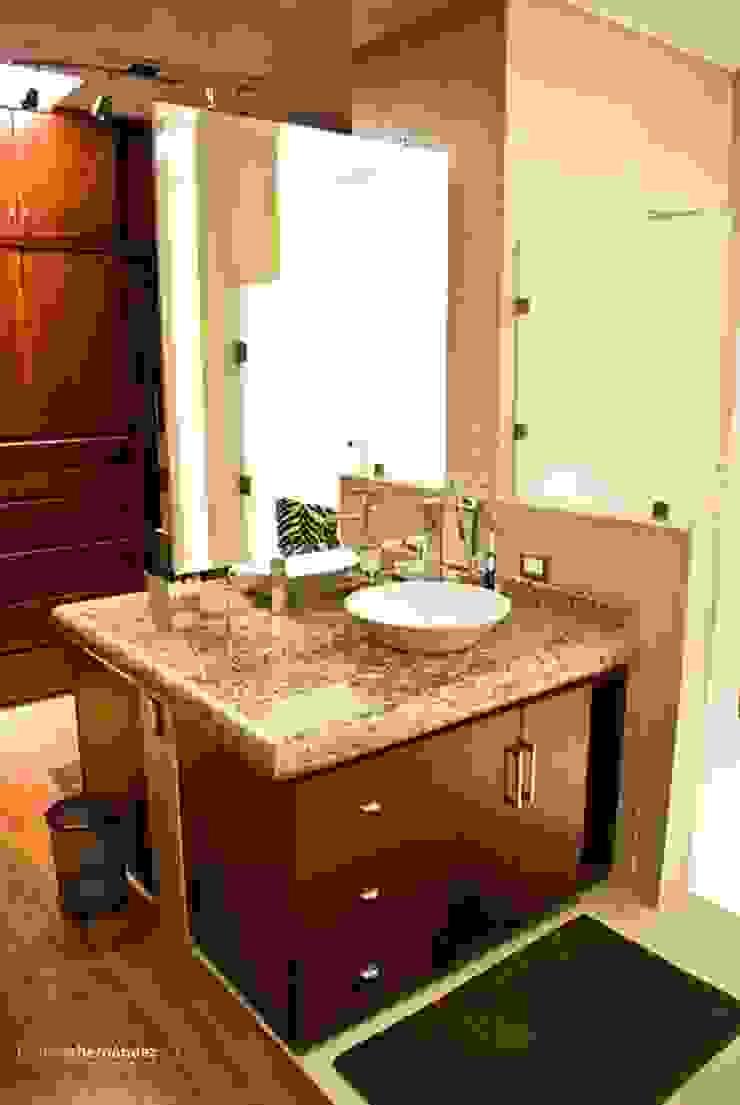 Banheiros modernos por MATE - ARQUITECTOS Moderno Mármore