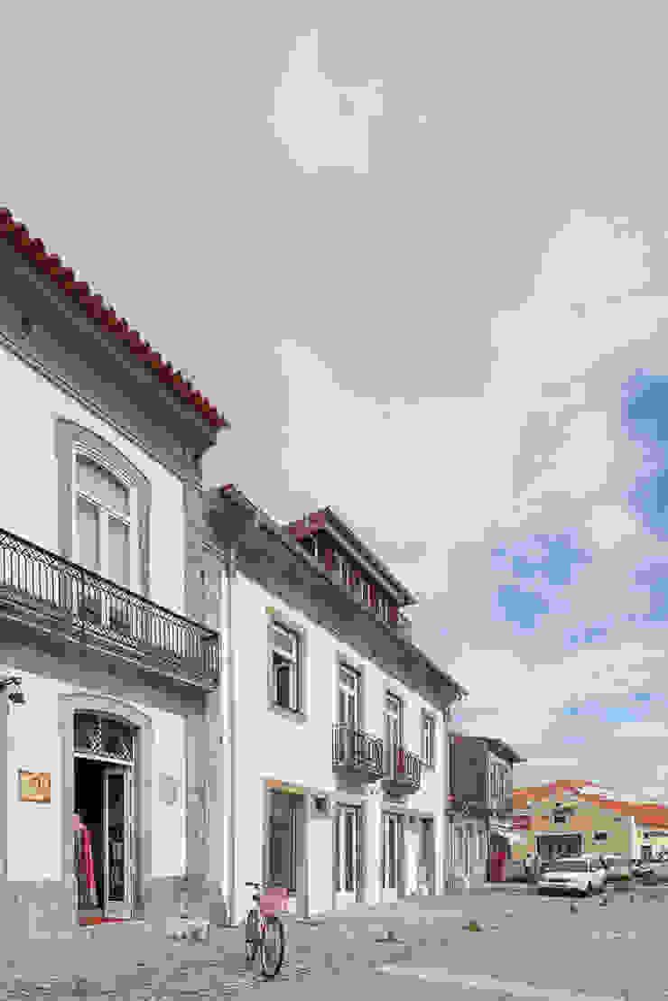 Case in stile minimalista di Marques Franco Arquitectos Minimalista