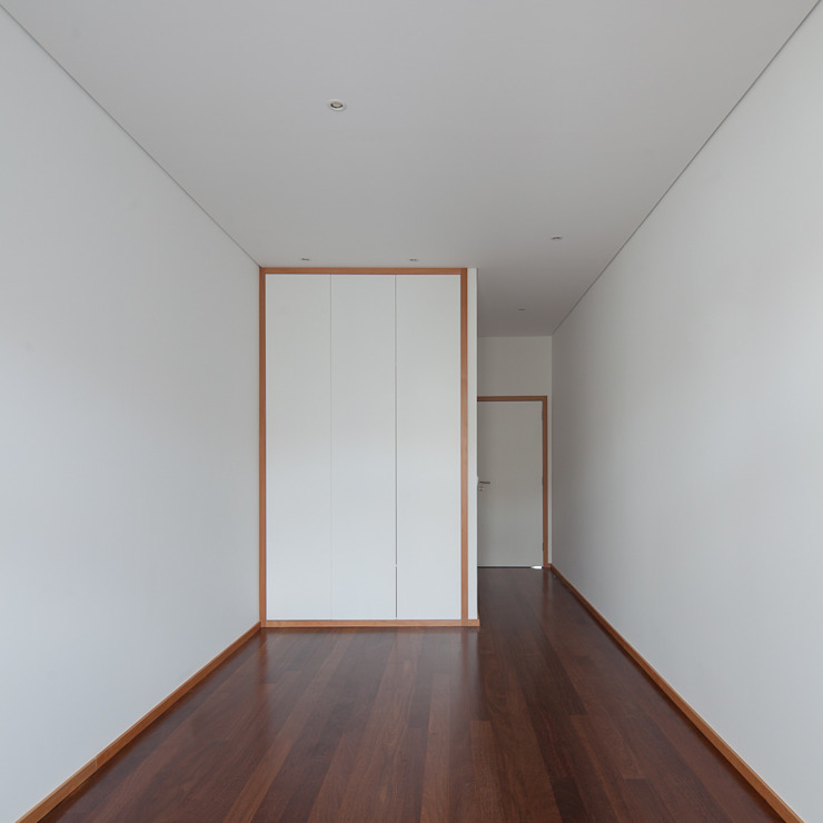 Camera da letto minimalista di Marques Franco Arquitectos Minimalista
