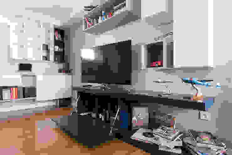 Living room by LA CUISINE DANS LE BAIN SK CONCEPT,