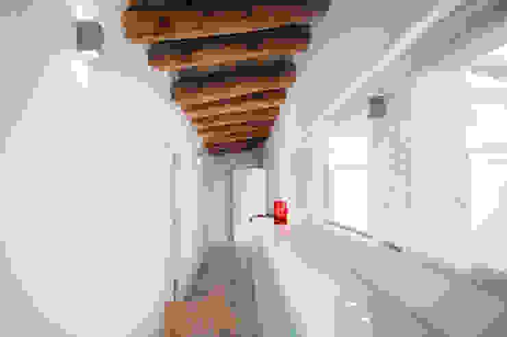 lluiscorbellajordi Modern Corridor, Hallway and Staircase