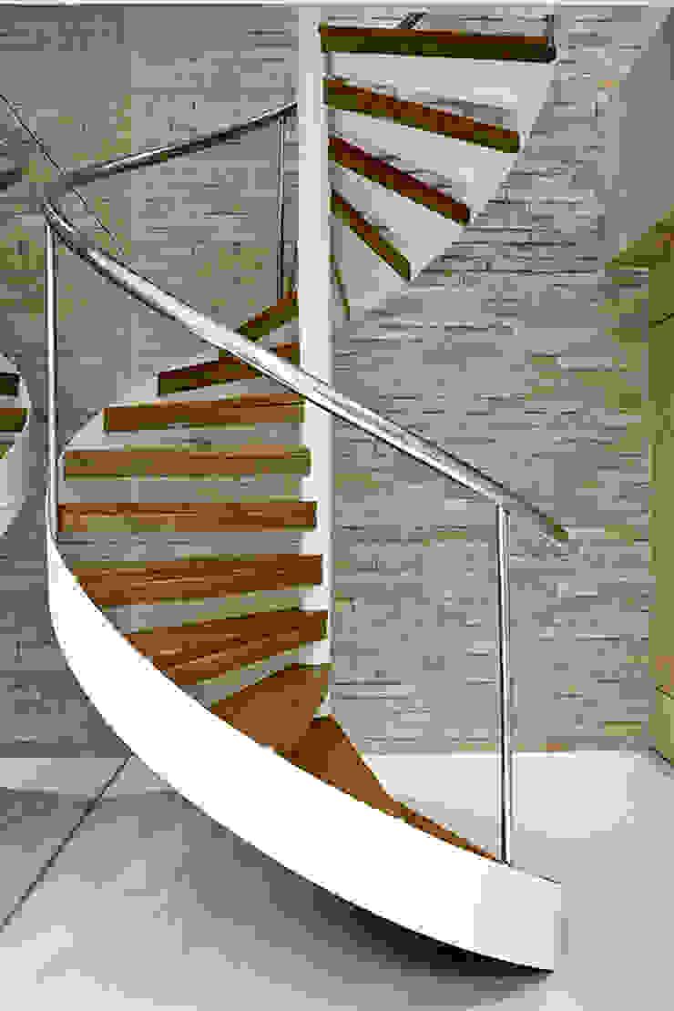 Pestana Arquitetura Corredores, halls e escadas modernos por Pestana Arquitetura Moderno
