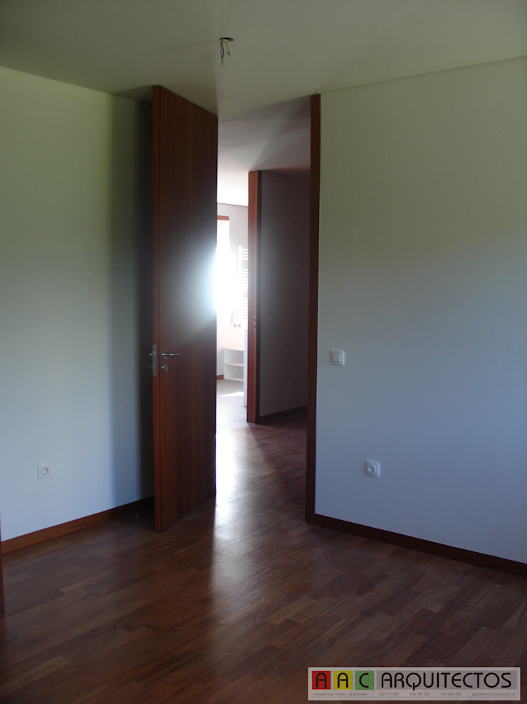 CASA OLI Corredores, halls e escadas rústicos por AAC ARQUITECTOS Rústico