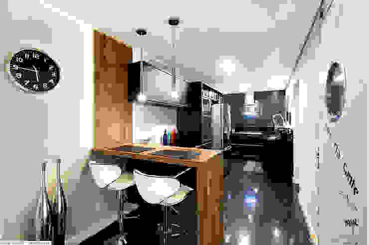 Cozinha:   por IMAGINARTE -  Arquitetura & Construção