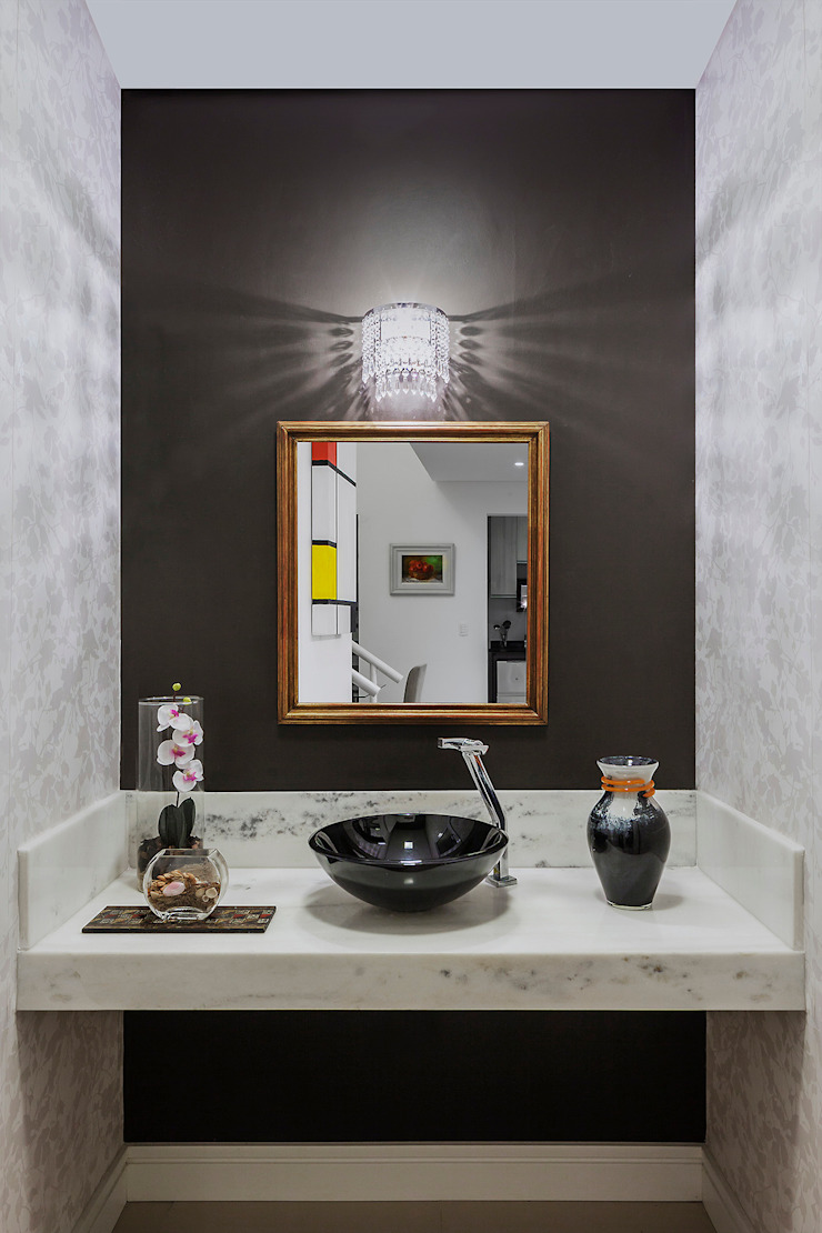 Pequeno lavabo Banheiros modernos por Lúcia Vale Interiores Moderno Papel