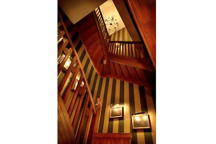 Classic style corridor, hallway and stairs by 2kul INTERIOR DESIGN Classic Wood Wood effect
