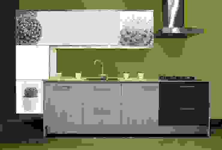 Cocina con estilo, de innovador diseño y una vista que forma a ser parte de naturaleza. de Utopia Interiorismo Moderno Aglomerado