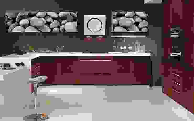 Tu cocina con puertas peculiares . Tu eliges tu imagen y plasmas tu estilo. de Utopia Interiorismo Moderno Aglomerado