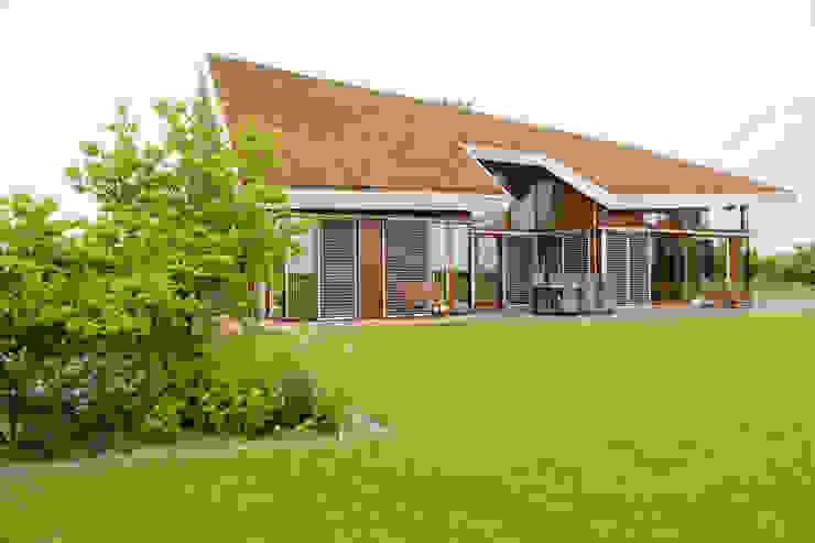 Vaste planten tuin in Houten Scandinavische tuinen van Dutch Quality Gardens, Mocking Hoveniers Scandinavisch