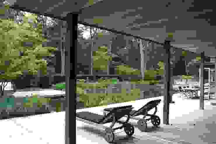 Jardines de estilo moderno de A van Spelde hoveniers Moderno