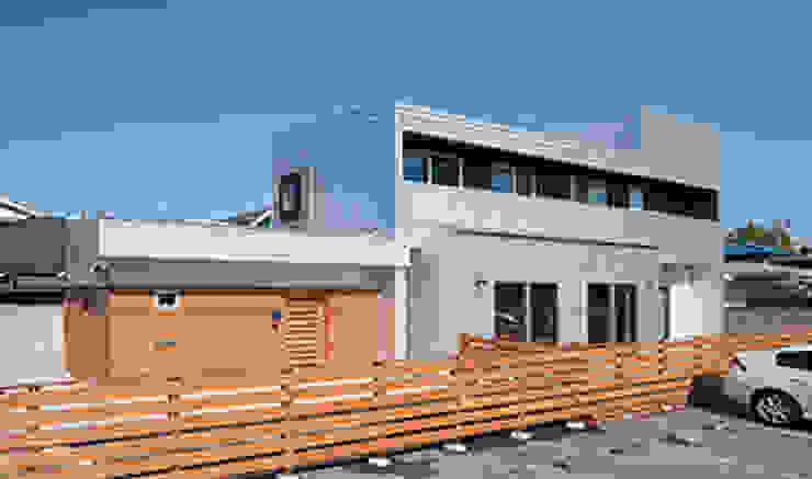 Дома в стиле модерн от 株式会社デザインスタジオ麦工房 Модерн