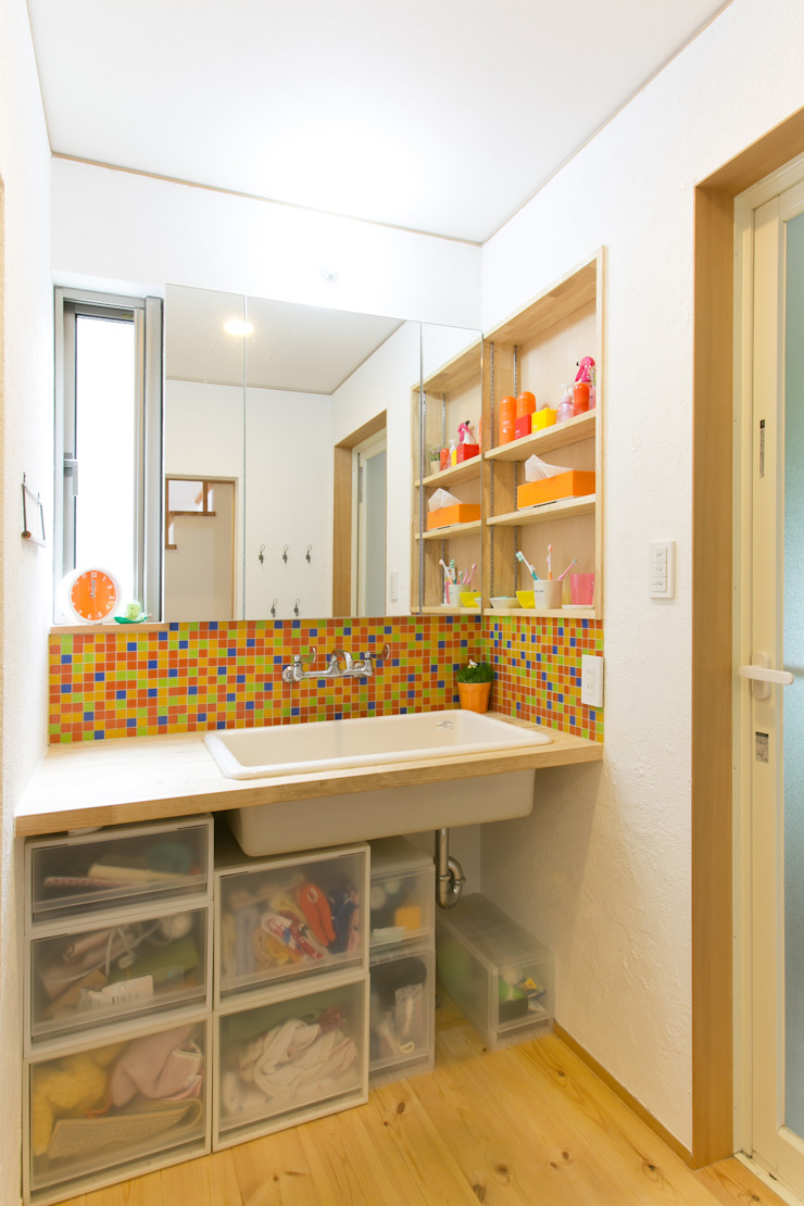 葛城の家 モダンスタイルの お風呂 の 株式会社 atelier waon モダン