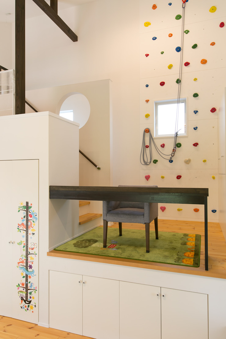 Медиа комната в стиле модерн от 株式会社 atelier waon Модерн
