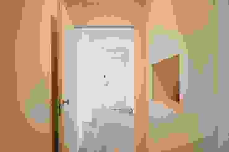 Appartamento G+S Ingresso, Corridoio & Scale in stile moderno di Andrea Gaio Design Moderno