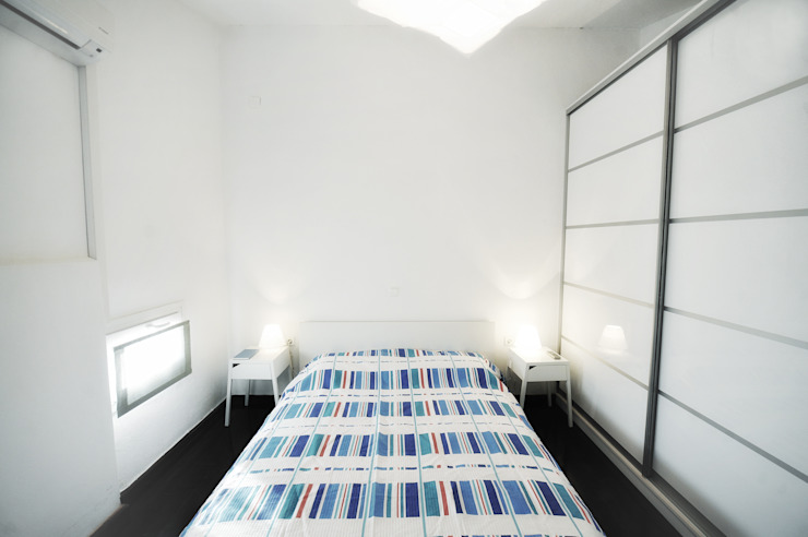 AP penthouse Matteo Fieni Architetto Camera da letto in stile mediterraneo