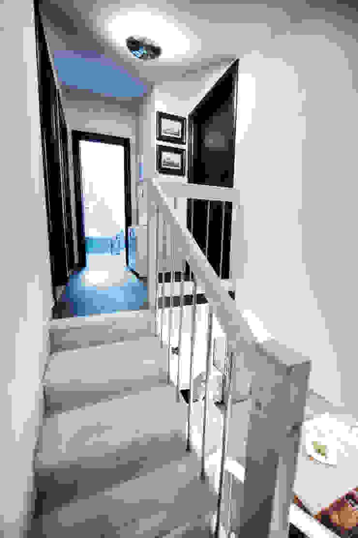 AP penthouse Matteo Fieni Architetto Ingresso, Corridoio & Scale in stile mediterraneo