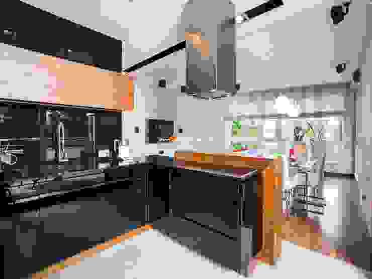 現代廚房設計點子、靈感&圖片 根據 MYSprojekt projektowanie wnętrz 現代風
