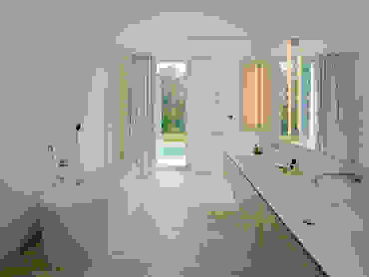 Banheiros modernos por DREER2 Moderno