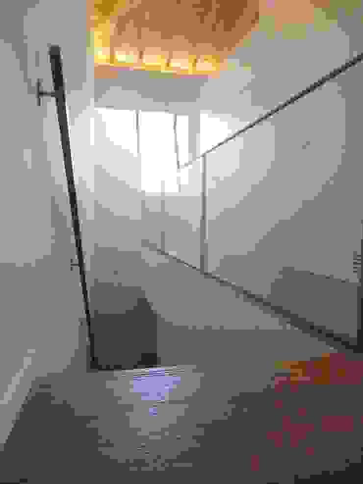 House in Castle Street | Vila Nova de Gaia | Portugal Corredores, halls e escadas modernos por Bastos & Cabral - Arquitectos, Lda. | 2B&C Moderno