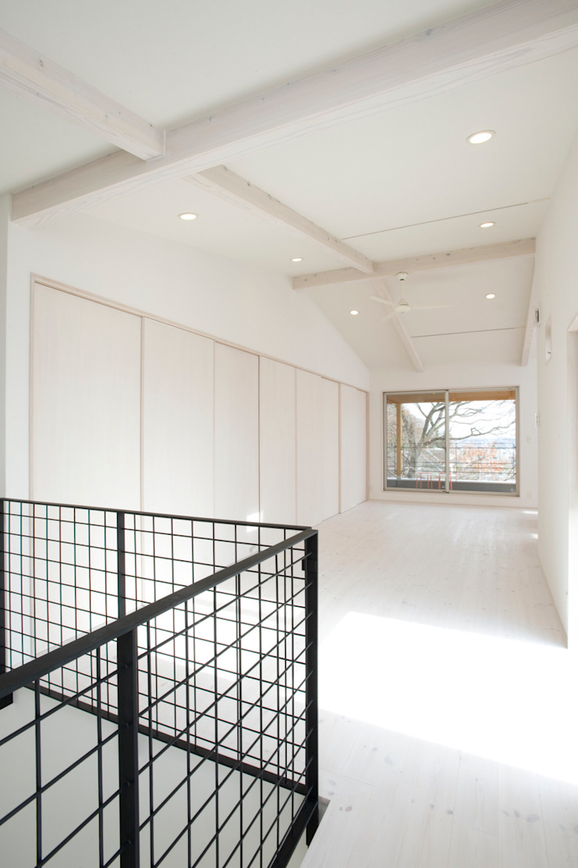 アトリエdoor一級建築士事務所 Living room Wood White