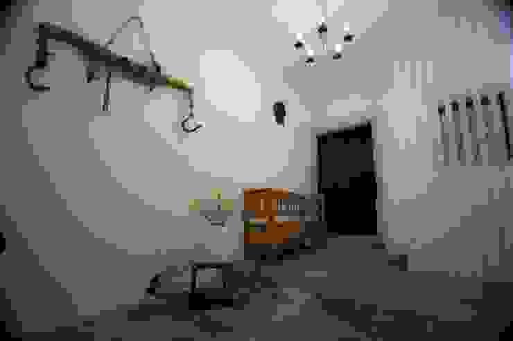 Corridor & hallway by Studio HAUS