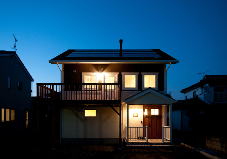 Casas de estilo clásico de アトリエdoor一級建築士事務所 Clásico Madera Acabado en madera