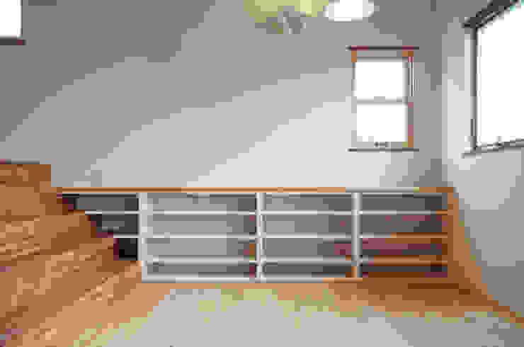 Comedores de estilo clásico de アトリエdoor一級建築士事務所 Clásico Madera Acabado en madera