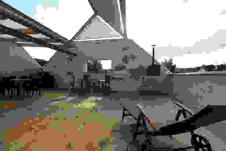 Eclectic style balcony, veranda & terrace by erdudatz Eclectic
