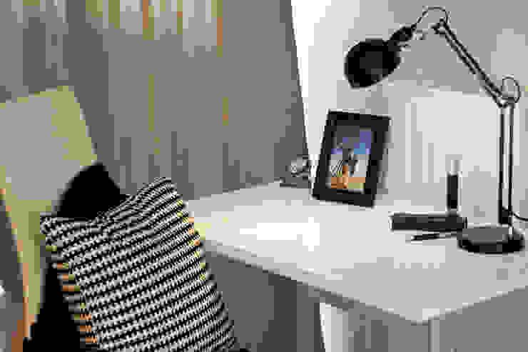 Modern Study Room and Home Office by IDAFO projektowanie wnętrz i wykończenie Modern