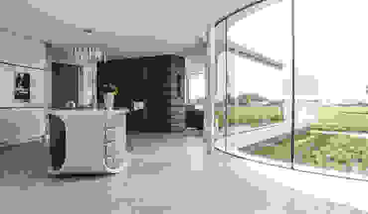 Villa New Water Moderne woonkamers van Waterstudio.NL Modern