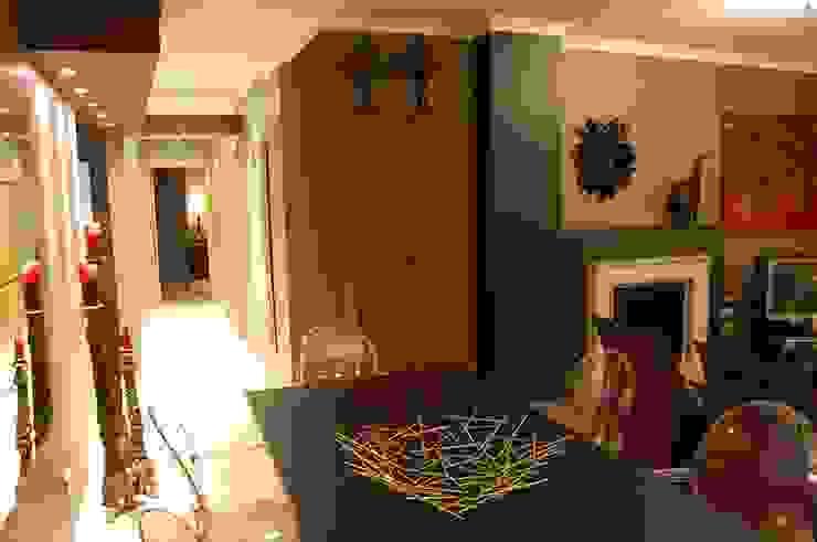 Phòng khách phong cách chiết trung bởi Critério Arquitectos by Canteiro de Sousa Chiết trung