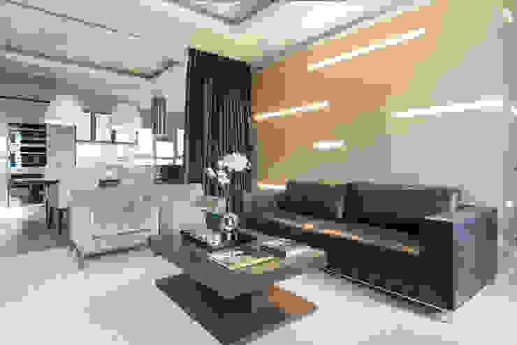 Men's apartment Гостиная в стиле модерн от Ольга Райская Модерн