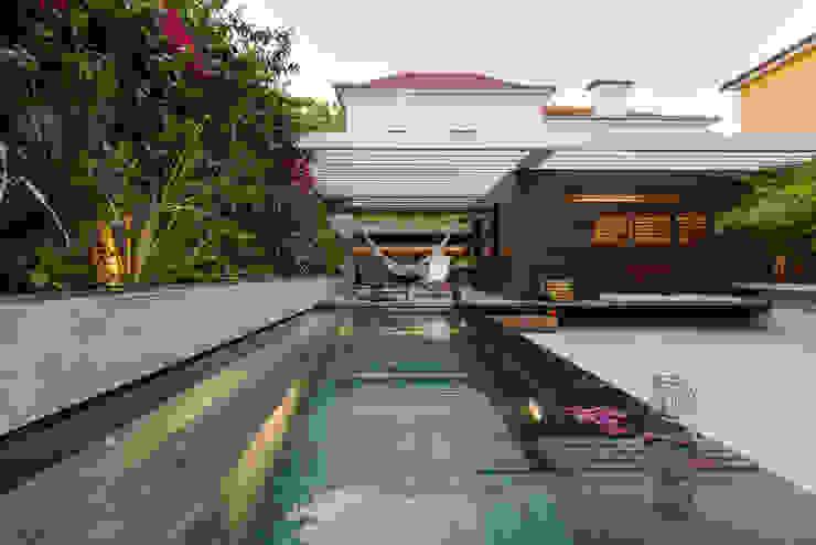 Moderne zwembaden van Ricardo Moreno Arquitectos Modern