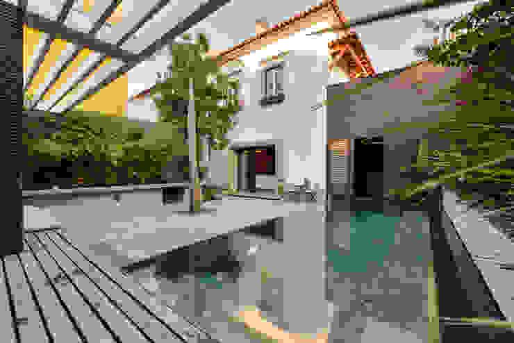 Piscinas de estilo  por Ricardo Moreno Arquitectos, Moderno