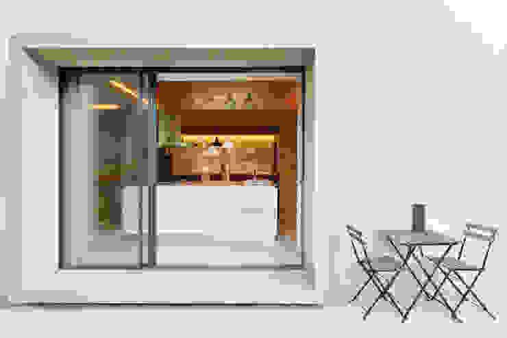 Moderne keukens van Ricardo Moreno Arquitectos Modern