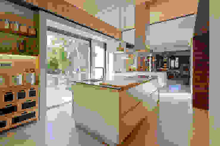 Кухня в стиле модерн от Ricardo Moreno Arquitectos Модерн