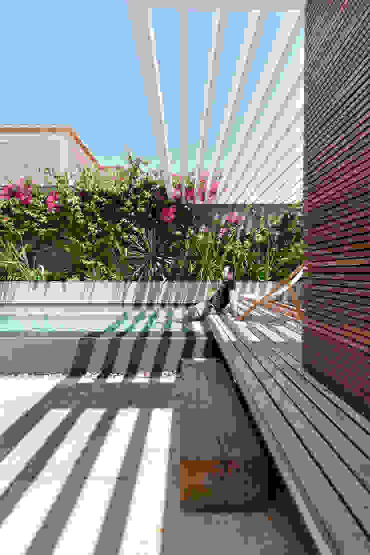 Casa em S. Pedro do Estoril Piscinas modernas por Ricardo Moreno Arquitectos Moderno