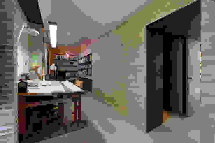 Casa em S. Pedro do Estoril Escritórios modernos por Ricardo Moreno Arquitectos Moderno