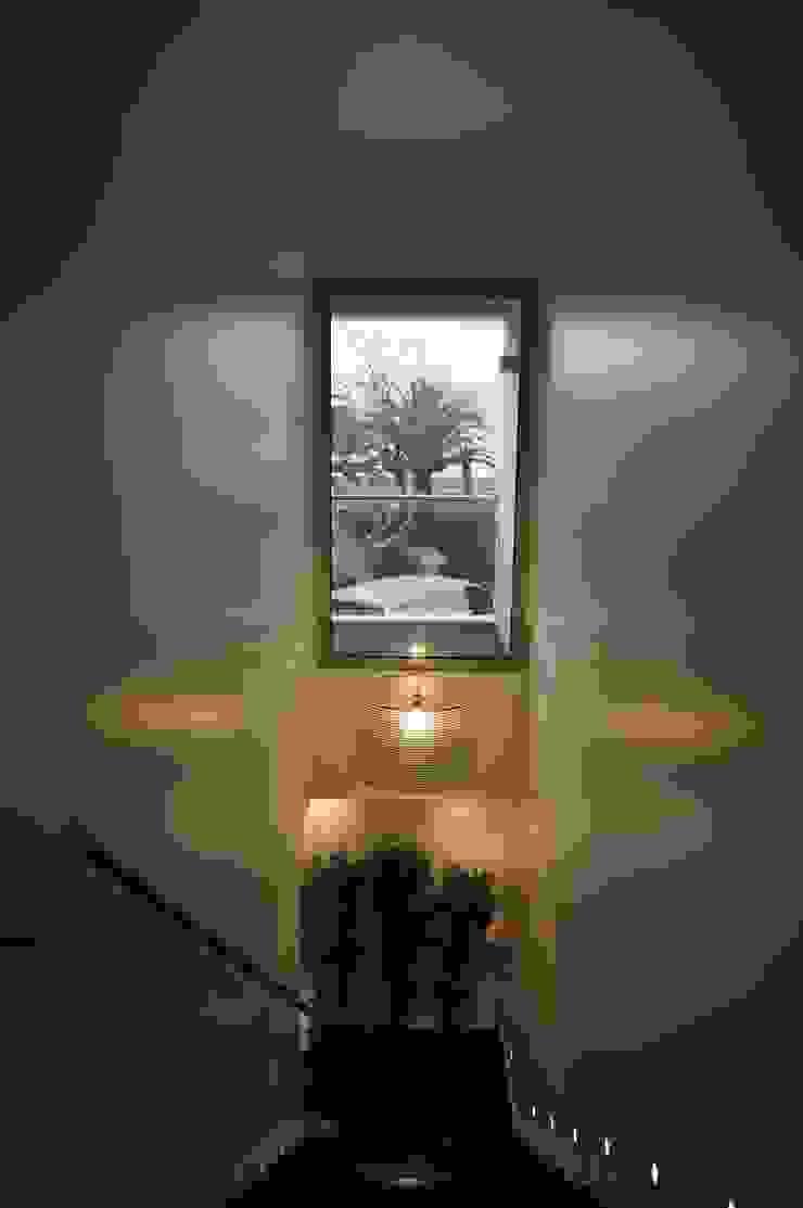 MORADIA RIBEIRINHA Corredores, halls e escadas ecléticos por Critério Arquitectos by Canteiro de Sousa Eclético