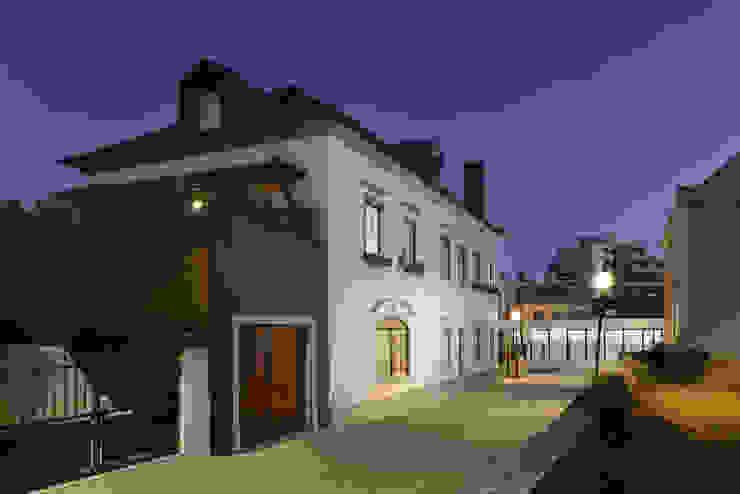 Casas de estilo  por Ricardo Moreno Arquitectos, Moderno