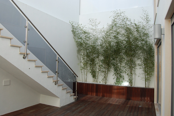 MORADIA RIBEIRINHA: Terraços  por Critério Arquitectos by Canteiro de Sousa