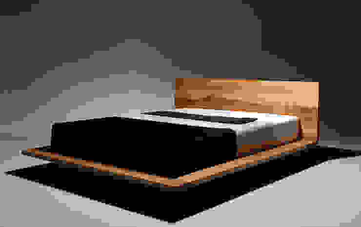MAZZIVO - Bed MOOD - solid alder wood od mazzivo konzept + gestaltung przemysław mitręga Nowoczesny Drewno O efekcie drewna