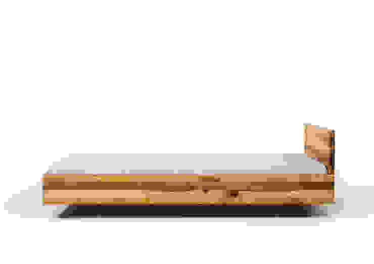 MAZZIVO bed POOL - solid alder wood od mazzivo konzept + gestaltung przemysław mitręga Nowoczesny Drewno O efekcie drewna
