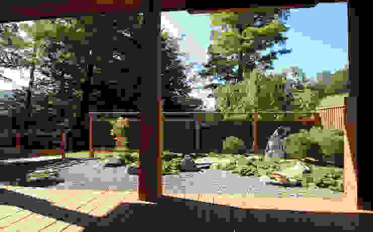 Garden of Bridge アジア風 庭 の Penguin Environmental Design L.L.C. 和風
