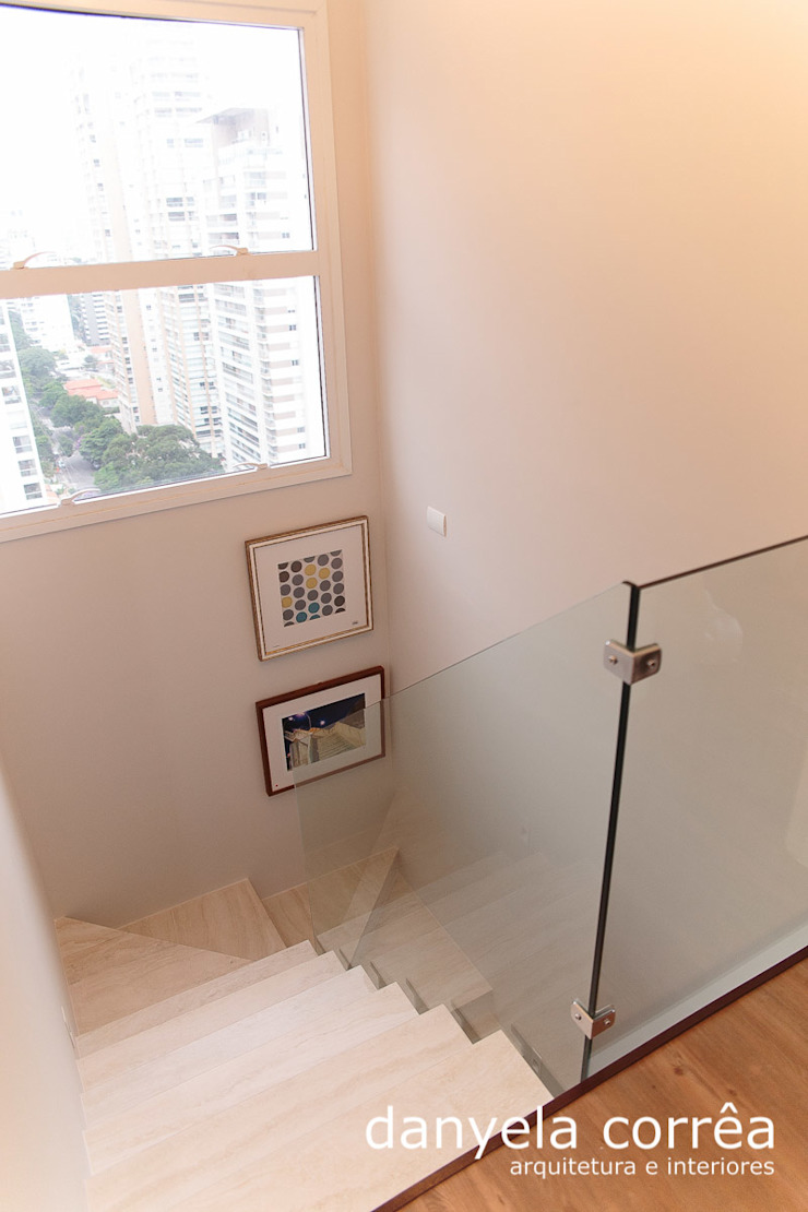 Classic corridor, hallway & stairs by Danyela Corrêa Classic