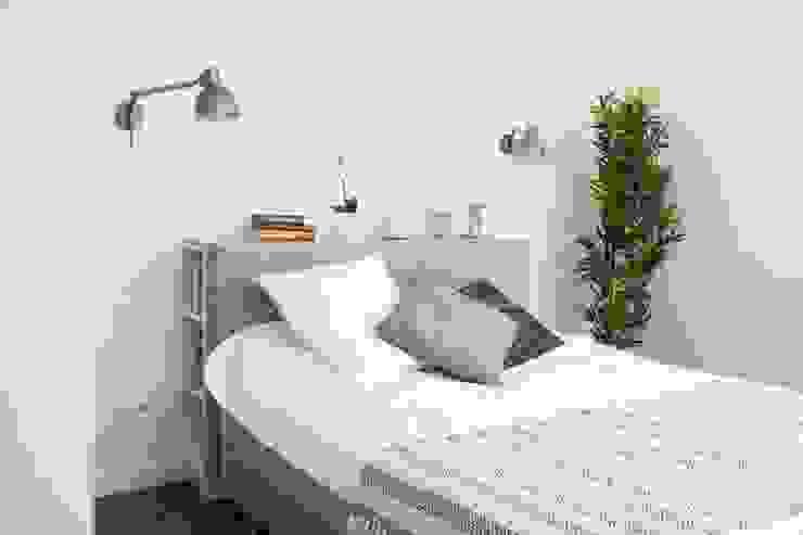 Dormitorios de estilo moderno de MGN Pracownia Architektoniczna Moderno