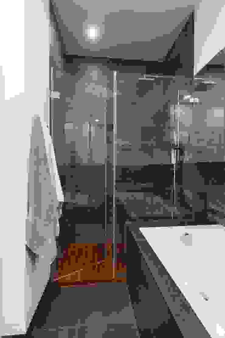 Baños de estilo moderno de MGN Pracownia Architektoniczna Moderno